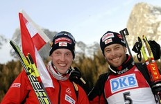 Austria's athletes Daniel Mesotitsch (R) and his teammate Dominik Landertinger pose with a national flag at the end of their men's 12.5 km pursuit Biathlon World Cup in Anterselva, northwest Italy January 24, 2010. Austria's Mesotitsch won ahead Arnd Peiffer of Germany and Austria's Landertinger.