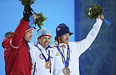 . Sochi (Russian Federation), 09/02/2014.- Gold medalist Ole Einar Bjoerndalen (C) of Norway is flanked by silver medalist Dominik Landertinger (L) of...