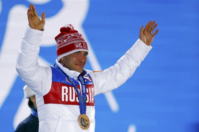 Bronze medallist Russia's Evgeniy Garanichev poses during фото (photo)