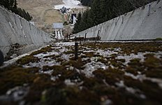 Зимние Олимпийские Игры 2014 в Сочи (Winter Olympics 2014): In this picture taken Friday, Feb. 21, 2014, the abandoned ski jumping facility is seen covered in moss at Mt. Igman near Bosnian capital of Sarajevo...