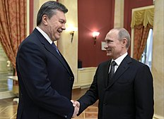 Зимние Олимпийские Игры 2014 в Сочи (Winter Olympics 2014): FILE — A Friday, Feb. 7, 2014 photo from files showing Russian President Vladimir Putin, right, shaking hands with Ukrainian President Viktor Yanukovych...