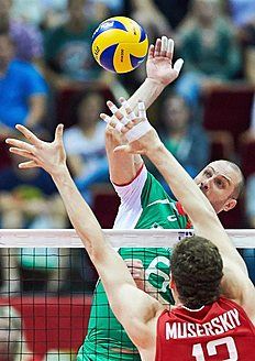 . Gdansk (Poland), 07/09/2014.- Danail Milushev (L) of Bulgaria spikes the ball against Dmitriy Muserskiy (R) of Russia during the group C match between...