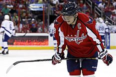 ������ � ������: Washington Capitals right wing Alex Ovechkin (8), from Russia, pauses on the ice during a break in the second period of an NHL hockey game against the...