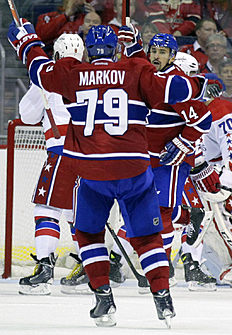 ������ � ������: Montreal Canadiens' Tomas Plekanec (14), of the Czech Republic, celebrates with teammate Andrei Markov (79), of Russia, after scoring a goal during the...