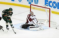 ������ � ������: Colorado Avalanche goalie Semyon Varlamov, right, of Russia, deflects a shot by Minnesota Wild's Zach Parise in the first period of an NHL hockey game,...