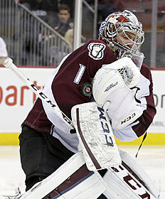 ������ � ������: Colorado Avalanche goalie Semyon Varlamov, of Russia, makes a save on a shot by the New Jersey Devils during the second period of an NHL hockey game, Saturday,...