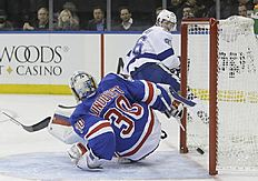 ������ � ������: Tampa Bay Lightning's Nikita Kucherov (86), of Russia, scores on New York Rangers goalie Henrik Lundqvist (30), of Sweden, during the first period of an...