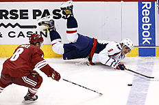 ������ � ������: Washington Capitals' Alex Ovechkin (8), of Russia, loses the puck as he falls down as Arizona Coyotes' Tobias Rieder (8), of Germany, moves in to take...