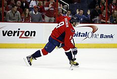 ������ � ������: Washington Capitals left wing Alex Ovechkin (8), from Russia, shoot the puck in the third period of an NHL hockey game against the Buffalo Sabres, Saturday,...