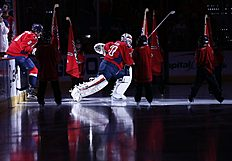 ������ � ������: Washington Capitals goalie Braden Holtby (70), right, and left wing Alex Ovechkin (8), from Russia, take the ice before an NHL hockey game against the...