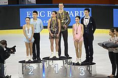 Bordeaux (France), 22/11/2014.- Russia's Ksenia Stolbova and Fedor Klimov (C) pose with their gold medals on the podium after winning the Pairs...