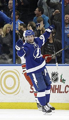 ������ � ������: Tampa Bay Lightning right wing Nikita Kucherov (86), of Russia, celebrates his goal against the Carolina Hurricanes during the third period of an NHL hockey...