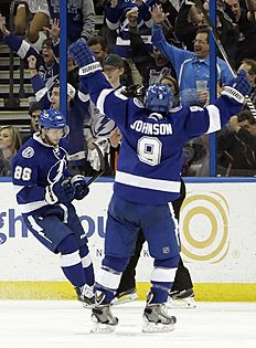 ������ � ������: Tampa Bay Lightning right wing Nikita Kucherov (86), of Russia, celebrates his goal against the Carolina Hurricanes with teammate center Tyler Johnson...