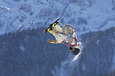 Snowboard (сноуборд): FILE — In this Feb. 8, 2014, file photo, United States' Sage Kotsenburg takes a jump during the men's snowboard slopestyle final at the Winter Olympics...