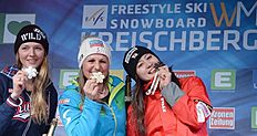 Snowboard (сноуборд): Kreischberg (Austria), 23/01/2015.- (L-R) second placed Alena Zavarzina of Russia, winner Claudia Riegler of Austria and third placed Tomoka...