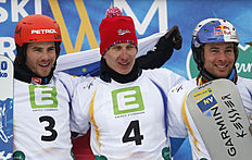 Snowboard (сноуборд): Russia's Andrey Sobolev, center, celebrates his victory with runner up Slovenia's Zan Kosir, left and third placed Austrian Benjamin Karl, at the men's...