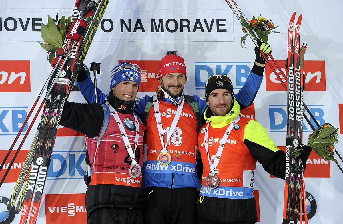 Second placed Simon Schempp from Germany, winner Jakov Fak from фото (photo)