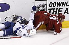 ������ � ������: Arizona Coyotes' Oliver Ekman-Larsson, right, of Sweden, flips over Tampa Bay Lightning's Nikita Kucherov (86), of Russia, during the third period of an...