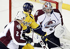 ������ � ������: Colorado Avalanche goalie Semyon Varlamov, of Russia, blocks a shot as Nashville Predators defenseman Roman Josi (59), of Switzerland, reaches for the...