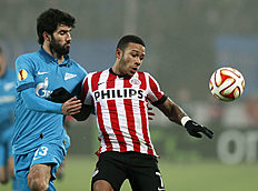 Zenit's Luis Neto, left, and PSV Eindhoven's Memphis Depay challenge for the ball, during the round of 32 Europa League soccer match between Zenit and...