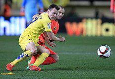 Barcelona's Javier Mascherano, from Argentina, right, duels for the ball with Villarreal's Cheryshev from Russia, during the semifinal, second leg, Copa...