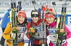 Kontiolahti (Finland), 08/03/2015.- Winner Marie Dorin Habert of France (C), second placed Laura Dahlmeier (L) of Germany and third placed Weronica...