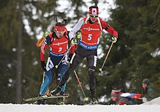 Khanty-mansiysk (Russian Federation), 21/03/2015.- Nathan Smith of Canada (R) and Anton Shipulin of Russia (L) in action during the men's 12,5 km...