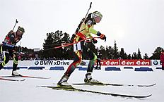 Khanty-mansiysk (Russian Federation), 22/03/2015.- Darya Domracheva (R) of Belarus in action during the women's 12.5km Mass Start race at the IBU...