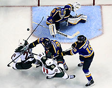 ������ � ������: Minnesota Wild's Jason Pominville, left, tries to get his stick on the puck as teammate Zach Parise (11) is knocked down by St. Louis Blues' Vladimir Tarasenko,...
