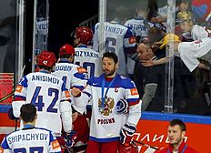������ � ������: Russian players leave the rink after losing their Ice Hockey World Championship final game against Canada at the O2 arena in Prague