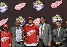 ������ � ������: Evgeny Svechnikov, center, of Russia, poses with Detroit Red Wings executives others after being chosen 19th overall during the first round of the NHL...