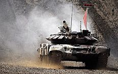 Moscow (Russian Federation), 01/08/2015.- The tank of Russian team competes during the Tank Biathlon World Championship 2015 in Alabino outside... ��������� ����-2015 (������) �������� �������