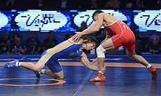 ������ (wrestling): Las Vegas (United States), 13/09/2015.- Victor Lebedev of Russia (BLUE) in action against Hak Jin Jong of Korea (RED) in their Men'Äôs Freestyle...