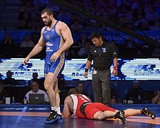 ������ (wrestling): Las Vegas (United States), 13/09/2015.- Bilyal Makhov of Russia (BLUE) defeats Levan Berianidze of Armenia (RED) in their Men'Äôs Freestyle 125KG...