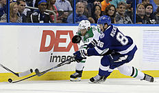������ � ������: Dallas Stars center Jason Spezza (90) knocks the puck away from Tampa Bay Lightning right wing Nikita Kucherov (86), of Russia, during the third period...
