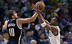 Баскетбол России: Brooklyn Nets guard Sergey Karasev, of Russia, battles for a rebound with Boston Celtics guard Evan Turner, right, during the first half of an NBA preseason...