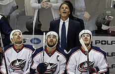 ������ � ������: Columbus Blue Jackets new head coach John Tortorella,top, joins players watching a replay on a goal by Minnesota Wild's Zach Parise against Blue Jackets...