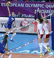 Russia's Yana Shcherban (L) vies with Poland's Gabriela Pollanska(C) and Joanna Wolosz(R) during the Women's European Olympic Qualification Pool B match on January 4, 2016 in Ankara. / AFP / ADEM ALTAN