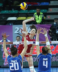 Russia Tatiana Kosheleva (C) smashes as Italy Alessia Orro(R) and Anna Danesi(L) block during the Women's European Olympic Qualification volleyball match on January 5, 2016 in Ankara. / AFP / ADEM ALTAN