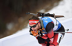Austrian Simon Eder competes during the men 12,5 kilometer pursuit competition at the Biathlon World Cup on January 09, 2016 in Ruhpolding, southern Germany.nAustrian Simon Eder won the competition, French Martin Fourcade placed second and Czech Michal Slesingr placed third. / AFP / Christof STACHE
