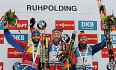 AWA001. Ruhpolding (Germany), 09/01/2016.- First-placed Simon Eder of Austria (C), second-placed Martin Fourcade of France (L) and third-placed Michal Slesingr of the Czech Republic celebrate after the men's 12.5km pursuit of the Biathlon World Cup at the Chiemgau Arena in Ruhpolding, Germany, 09 January 2016. (Alemania, Francia) EFE/EPA/ANGELIKA WARMUTH