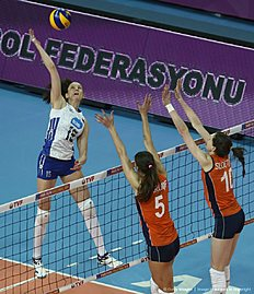 Russia's Tatiana Kosoleva (L) vies with The Netherlands' Robin De Kruijf (C) and Lonnek e Sloetjes (R) during the Women's European Olympic Qualification volleyball match between The Netherlands and Russia on January 9, 2016 in Ankara. / AFP / ADEM ALTAN
