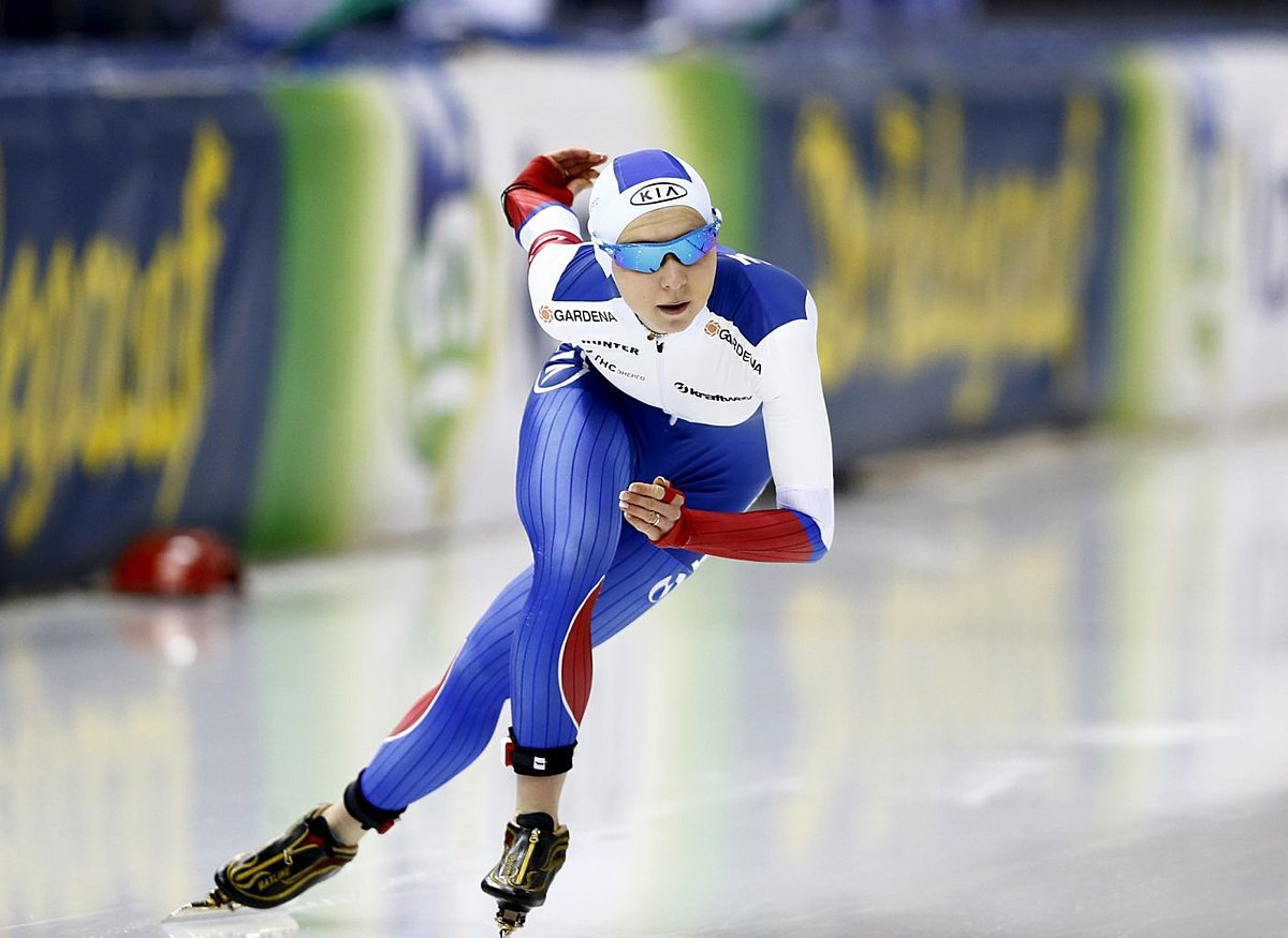 Russia's Kazelina competes during the women's 500m фото (photo)