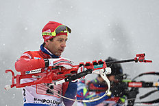 Norwegian Ole Einar Bjoerndalen id pictured during the warm up shooting ahead the men 4 x 7,5 km relay competition of the Biathlon World Cup on January 15, 2016 in Ruhpolding, southern Germany.nThe team of Norway won the competition, Russia placed second and Austria placed third. / AFP / Christof STACHE
