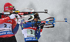 French Martin Fourcade (L) and Norwegian Emil Hegle Svendsen (L) shoot during the warm up shooting ahead of the men 4 x 7,5 km relay competition of the Biathlon World Cup on January 15, 2016 in Ruhpolding, southern Germany.n The team of Norway won the competition, Russia placed second and Austria placed third. / AFP / Christof STACHE