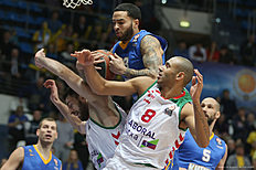 MOSCOW, RUSSIA — JANUARY 15: Tyler Honeycutt, #33 of Khimki Moscow Region competes with Adam Hanga, and Tornike Shengelia, #7 of Laboral Kutxa Vitoria Gasteiz in action during the Turkish Airlines Euroleague Basketball Top 16 Round 3 game between Khimki Moscow Region v Laboral Kutxa Vitoria Gasteiz at Krylatskoye Arena on January 15, 2016 in Moscow, Russia.