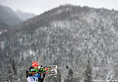 Germany's Laura Dahlmeier shoots during the warm up shooting ahead the women's 4 x 6 relay competition at the Biathlon World Cup on January 17, 2016 in Ruhpolding, southern Germany.nThe team of Ukraine won the competition, Germany placed second and Italy placed third. / AFP / Christof STACHE