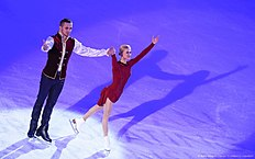 Tatiana Volosozhar (R) and Maxim Trankov (L) of Russia celebrate victory at pairs free skating during the European Figure Skating Championship in Bratislava on January 30,2016. / AFP / JOE KLAMAR