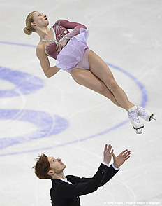 Evgenia Tarasova (Top) and Vladimir Morozov (Bottom) of Russia compete during pairs free skating during the European Figure Skating Championship in Bratislava on January 30, 2016. / AFP / JOE KLAMAR