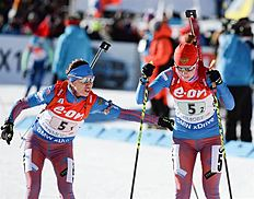 MS12. Canmore (Canada), 07/02/2016.- Daria Virolaynen of Russia hands over to Ekaterina Shumilova in the 2X6?.5 km Mixed Relay event at the World Cup Biathlon in Canmore, Alberta, Canada, 07 February 2016. (Rusia) EFE/EPA/MIKE STURK